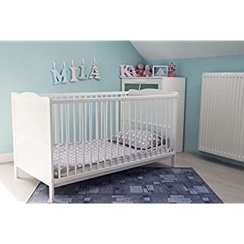 COT BED//JUNIOR BED IN LUXURY WHITE FINISH WITH FREE MATTRESS 140 x 70cm