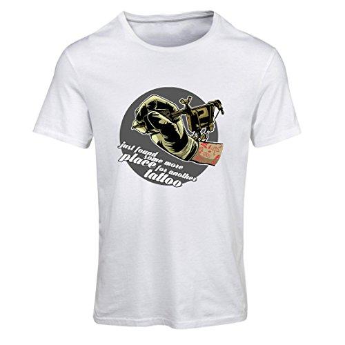 Frauen T-Shirt Aerograph - Tätowierungs-Tinten-Maschine, ist jeder Zoll tätowiert, coole Spitzen, Fan-Kleidung, Spaß-Geschenk-Ideen (Medium Weiß Mehrfarben) (Spaß Training Kleidung Frauen)