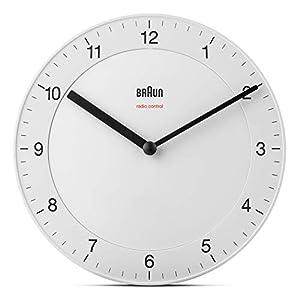 Braun Klassische Funkwanduhr für die Mitteleuropäische Zeitzone (MEZ/GMT+1) mit ruhigem Uhrwerk, leicht lesbarem Zifferblatt mit 20cm Durchmesser in Weiß, Modell BC06W-DCF