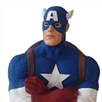Non solo avrete un bellissimo busto di Capitan America che è perfetto in ogni suo dettaglio, ma avrete anche un utilissimo salvadanaio a vostra disposizione. Sulla schiena dell'eroe della Marvel vi è una fessura molto discreta per l'inserimen...