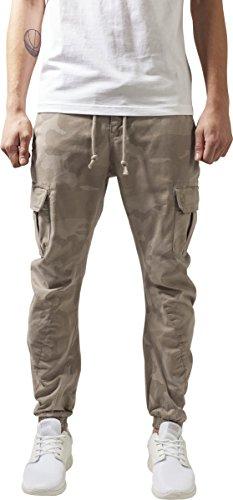 Urban Classics Herren und Jungen Hose Camo Cargo Jogging Pants, Cargohose im Stil einer Jogginghose, Taschen an der Seite, Beinabschlus mit Gummibund, Mehrfarbig (sand camo 867), Gr. W32/L30 (Herstellergröße: 32)
