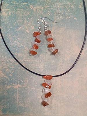 Ensemble boucles d'oreilles pendantes et pendentif cristal de roche et cornaline