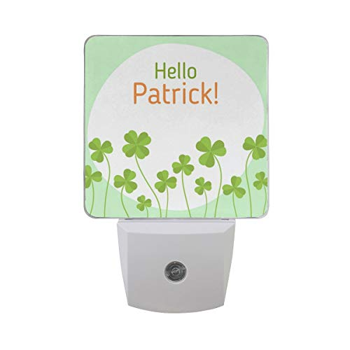 DFISKK Nachtlicht Set of 2 Happy St. Patrick's Day Lucky Charm Irish Shamrock Four Leaf Clover Auto Sensor LED Dusk to Dawn Night Light Plug in Indoor for Adults