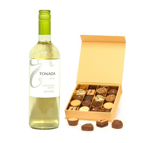 750ml Tonada Sauvignon Blanc White Wine & Delicious Luxury Belgian Chocolates in a Stylish Cream Gift Box - Gift ideas for Christmas, Valentines, Mothers Day, Birthday, Wedding, Anniversary, Business, Corporate Presents, Dad, Fathers Day