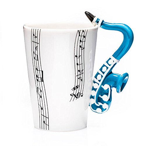 Www.lefantasiedicasa.com tazza in porcellana smaltata music mug con manico a forma di sassofono. prodotto originale no copia cinese conforme alle normative ce sui prodotti ad uso alimentare.