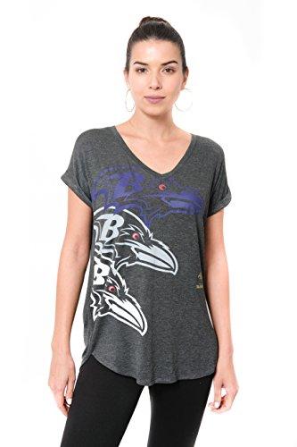 ICER Brands Damen T-Shirt NFL V-Ausschnitt Soft Modal Tee Shirt Team Color, Damen, Jersey T-Shirt Mesh Varsity Stripe Tee Shirt, Team Color, Che, Medium (Nfl Patriots Frauen Jersey)