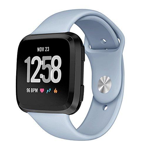 Kmasic Sport Armband Kompatibel Fitbit Versa, Soft Silikon Ersatz Armband für Fitbit Versa Smart Fitness Uhr, Klein, Hellblau