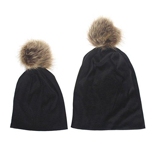 TININNA 2 in 1 Maman et Bébé Pure Color en Coton Gardez Chapeau Chaud du Mignon d'hiver 1-5 Ans Bebe Fourrure Ponpom Bonnet Casquette + Mere Bonnet Noir