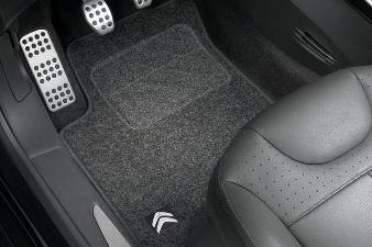 set-di-tappetini-anteriori-e-posteriori-in-moquette-agugliata-per-c3-a51
