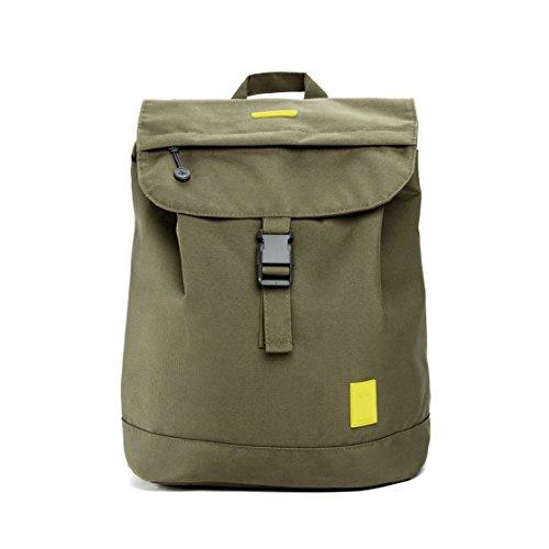Imagen de eco  solapa con cierre tipo saco y bolsillo en la parte trasera hecha con material reciclado 100% rpet oliva