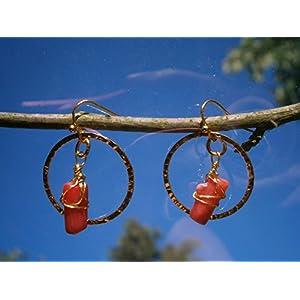 Ohrringe rote Koralle Boho chic Nuggets im gehämmerten Ring gold wirework Festival Drahtschmuck im Geschenk Etui Geburtstagsgeschenk