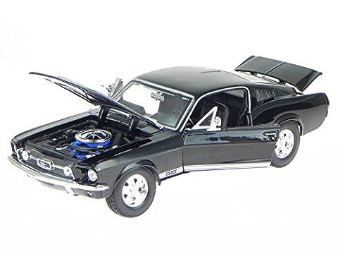 Ford Mustang GTA Fastback 1967 schwarz Modellauto 31166 Maisto 1:18