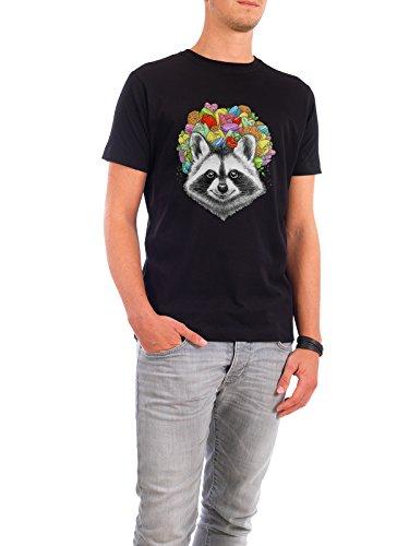 """Design T-Shirt Männer Continental Cotton """"raccoon with a bouquet"""" - stylisches Shirt Tiere Natur Essen & Trinken von Nikita Korenkov Schwarz"""