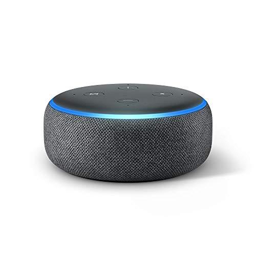 41hX%2B2Es%2BvL. SS500 El Echo Dot es un altavoz inteligente que se controla con la voz. Se conecta a Alexa para reproducir música, responder a preguntas, narrar las noticias, consultar la previsión del tiempo, configurar alarmas, controlar dispositivos de Hogar digital compatibles y mucho más. El altavoz integrado ofrece un sonido nítido e intenso, y te permite disfrutar de canciones en streaming a través de Amazon Music, Spotify Premium, TuneIn y otros servicios. Llama a cualquiera que tenga un dispositivo Echo o la app Alexa sin mover un dedo. También tienes la posibilidad de usar Drop In para conectar con otras habitaciones de tu hogar en las que tengas un dispositivo Echo compatible.