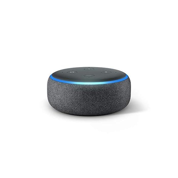 61u48FEs0rL El Echo Dot es un altavoz inteligente que se controla con la voz. Se conecta a Alexa para reproducir música, responder a preguntas, narrar las noticias, consultar la previsión del tiempo, configurar alarmas, controlar dispositivos de Hogar digital compatibles y mucho más. El altavoz integrado ofrece un sonido nítido e intenso, y te permite disfrutar de canciones en streaming a través de Amazon Music, Spotify Premium, TuneIn y otros servicios. Llama a cualquiera que tenga un dispositivo Echo o la app Alexa sin mover un dedo. También tienes la posibilidad de usar Drop In para conectar con otras habitaciones de tu hogar en las que tengas un dispositivo Echo compatible.