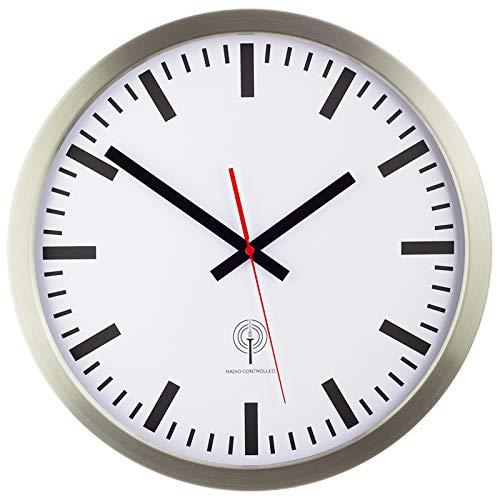 Eurotime Funkwanduhr, 40 cm, Edelstahlgehäuse Silber, Echtglas, Bahnhofszifferblatt, automatische Zeitein- und Zeitumstellung, Wanduhr für Wohnbereich oder Büro, rote Sekunde, nur für Innen, 56862-07