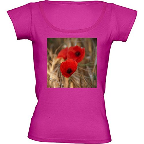 camiseta-rosa-fuschia-con-cuello-redondo-para-mujeres-tamano-m-amapolas-en-un-campo-by-utart