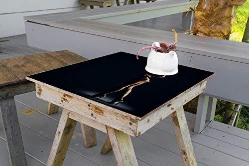 Wallario Aufkleber Selbstklebende Garten-Tisch-Decke - Sexy Frau im Dunkeln - Schatten, Silhouetten, Muskeln in 50 x 50 cm -