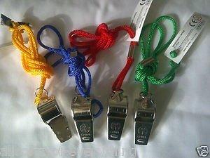 Sifflet métal sur cordon coloré sports vert jaune bleu ou rouge - Bleu