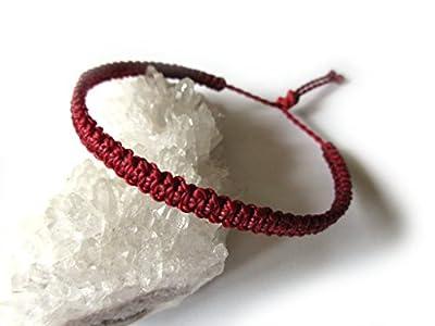 Bracelet brésilien/amitié/kabbalah/bohème/En fil Rouge foncé tissé/tressé main en macramé forme plate avec du fil ciré et ajustable Réf.PP60
