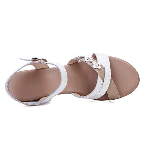 AgooLar Femme à Talon Correct Matière Souple Couleurs Mélangées Boucle Sandales à Coin Blanc