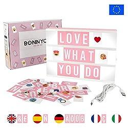 Light Box Rosa A4 mit 165 Buchstaben und Emojis, USB - BONNYCO   Ä Ö Ü ß   Pink Led Lightbox Buchstaben Geschenk für Frauen und Mädchen   Lichtbox mit Buchstaben Schlafzimmer & Wohnzimmer Deko