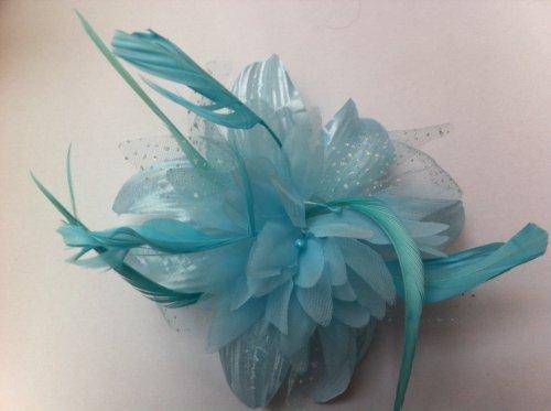 Bébé Bleu bijou de cheveux fleur et plume en mousseline de soie Sur Un Peigne Clair