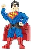 Figur Superman, gebaut mit Mini-Bausteinen. 777 Miniatur-Bausteine.