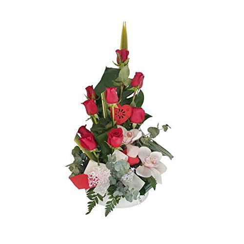 Regalar flores se considera un gesto de cariño y amistad. El significado de las rosas rojas es amor y respeto. Ninguna flor ha sabido tocar tan profundamente tantos corazones. La rosa roja tiene encanto propio... ¡¡es una flor majestuosa!! Posee un t...
