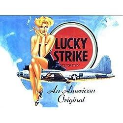 RKO Lucky Strike Mujer sentada en avión/americano Bomber. USAF. Antiguo, Retro, Vintage, para Casa, Hogar, Pub, Bar o Tienda Metal/Cartel de Acero para Pared