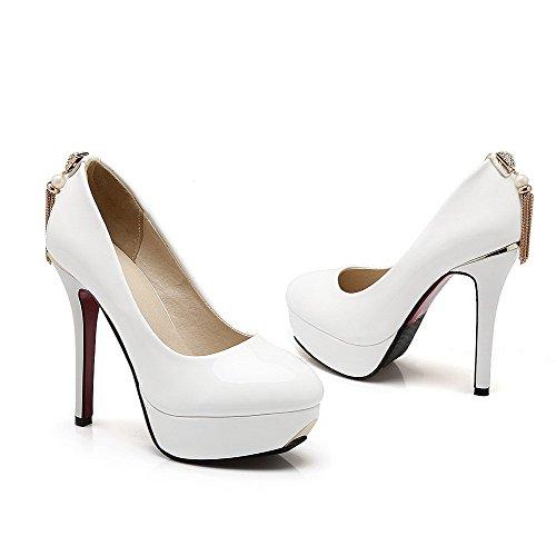 AllhqFashion Damen Lackleder Ziehen Auf Rund Zehe Stiletto Rein Pumps Schuhe Weiß