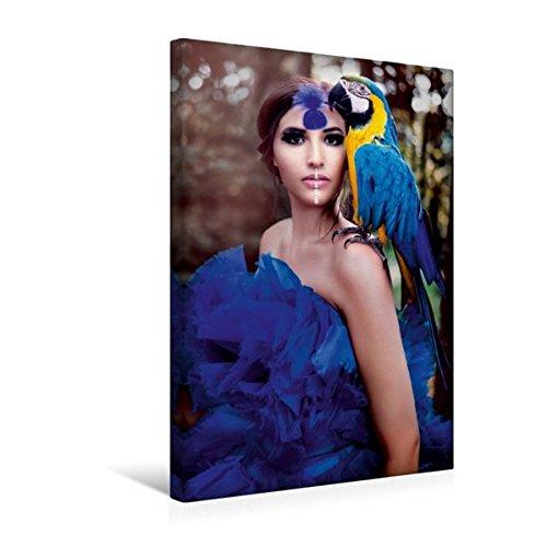 Calvendo Premium Textil-Leinwand 30 cm x 45 cm hoch, Blaue Amazone mit Papagei | Wandbild, Bild auf Keilrahmen, Fertigbild auf echter Leinwand, Leinwanddruck Menschen (Kinder Papagei Kostüme)