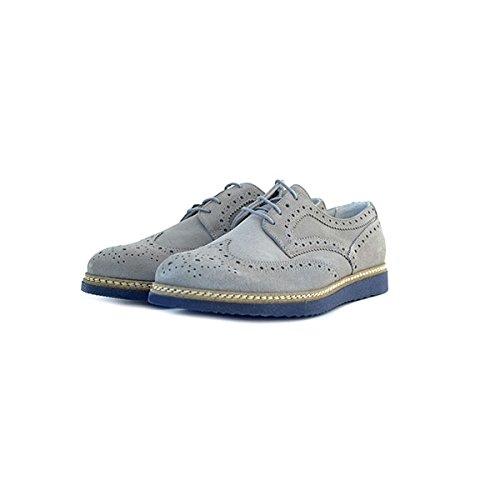 Scarpe stringate stile inglese Soldini in camoscio grigio, sottopiede in pelle, foderate internamente in tessuto e fondo in gomma.