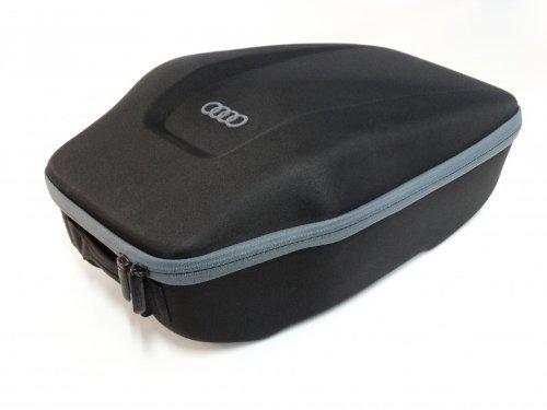 audi-000061104-una-caja-de-asiento-trasero-color-negro