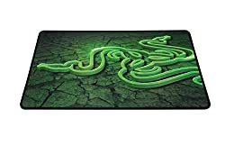 Razer Goliathus Medium Control Soft Gaming Mouse Mat (Mauspad für professionelle Gamer)