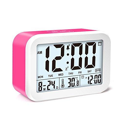 Digitaler Wecker, VOCC Talking Wecker Batteriebetriebener Wecker mit 4,5'' Display, Smart Licht, 3 Alarm Modi, 7 Wecktönen, Datumsanzeige & Temperatur & Wochentagen (Rot)