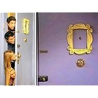 FRIEND SERIE TV. F.R.I.E.N.D.S Serie ♥ ♥ Quadro ♥ ♥ quadro del spioncino nella serie Friends. Il telaio era in spioncino della porta Monica a F.R.I.E.N.D.S. Amici frame.