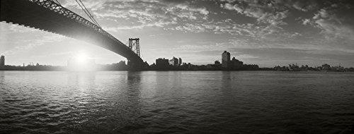 The Poster Corp Panoramic Images - Suspension Bridge at Sunrise Williamsburg Bridge East River Manhattan New York City New York State USA Kunstdruck (30,48 x 76,20 cm)