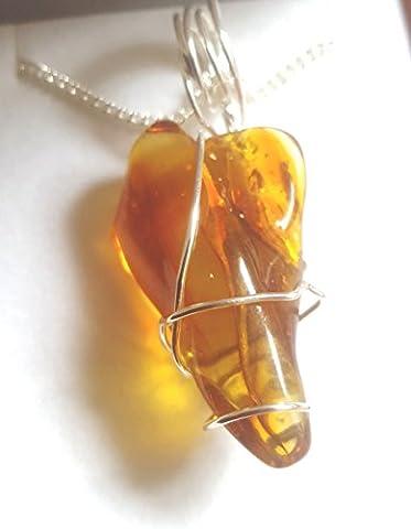 Magnifique Pendentif ambre avec chaîne Argent et étui–3.7cms x 2.1cms