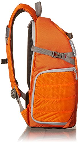 AmazonBasics - Zaino per fotocamera, serie Trekker, Nero Arancione
