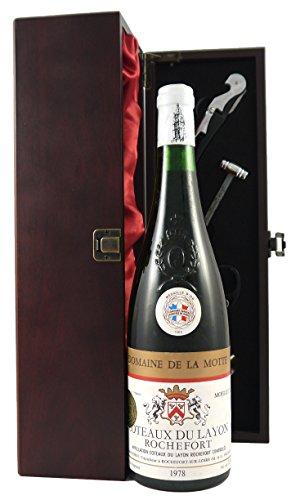coteaux-du-layon-rochefort-1978-domaine-de-la-motte-vintage-white-wine-presented-in-a-silk-lined-gif