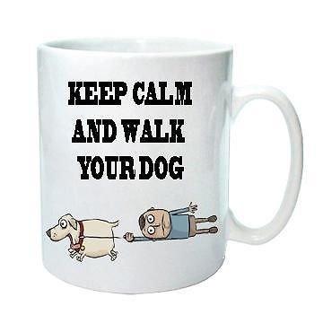Keep Calm and Walk Your Dog-Funny Cartoon-Tee/Kaffee-Neuheit Kaffee Tasse/Cup. Geschenk Idee. -