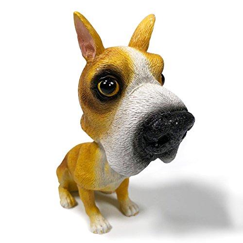 Material: resina. Dimensiones: de 9a12cm de altura. Cuenta con un adhesivo para que se adhiere a tu escritorio, salpicadero del coche, o a cualquier lugar. La cabeza del perro se mueve hacia atrás y hacia delante.  Hecho a mano, parece un perro re...