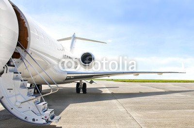 alu-dibond-bild-110-x-70-cm-stairs-with-jet-engine-on-a-private-airplane-bombardier-bild-auf-alu-dib