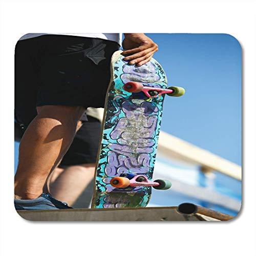 Mauspads Odessa Ukraine 21. August Skater Boy mit alten Skateboard Deck in der Hand Skateboard Wettbewerb Sommerspaß Mauspad für Notebooks, Desktop-Computer Bürobedarf
