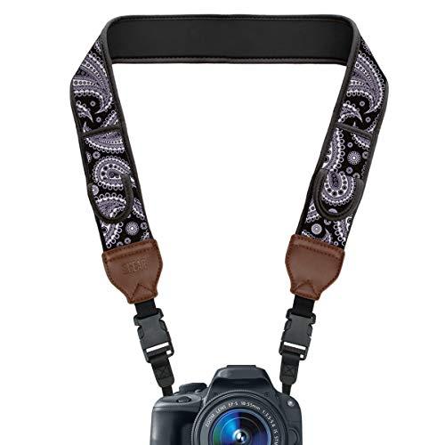 USA Gear TrueSHOT Kameragurt für Spiegelreflexkameras - DSLR Schultergurt aus Neopren mit Zubehörtaschen und Quick-Release-Schnallen, Schwarzes Paisley -