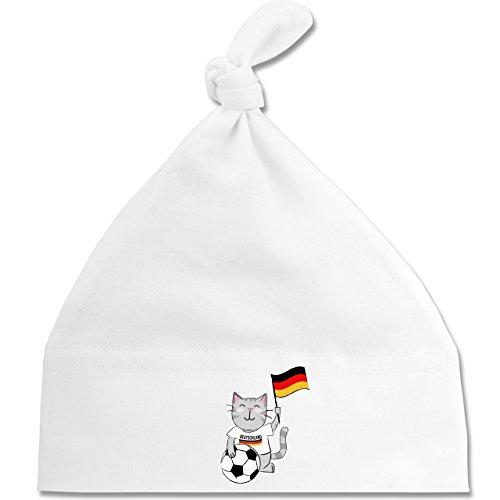 Shirtracer Fußball-Weltmeisterschaft 2018 - Baby - Fußball Katze Deutschland - Unisize - Weiß - BZ15 - Baby Mütze mit einfachem Knoten als Geschenkidee (Katze Gewaschen Cap)