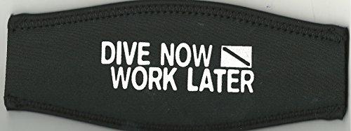 Maskenband, schwarz, Aufdruck: Dive now-work later, weiss