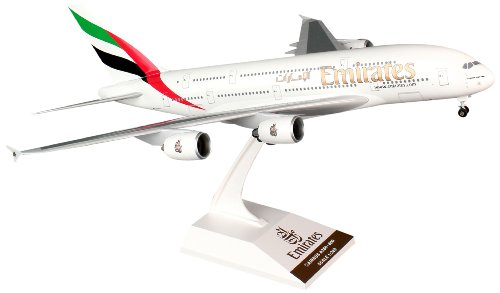 Skymarks SKR698 Emirates Airbus A380-800 w/gear1:200 snap-fit - A380 1 200
