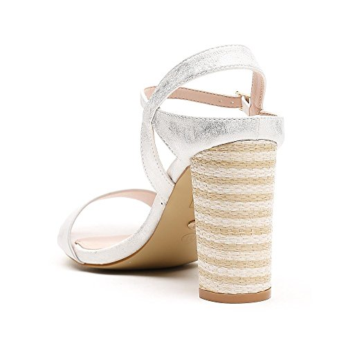 Ideal Shoes Sandales Nacrées à Talon Épais Tressé Sania Argent